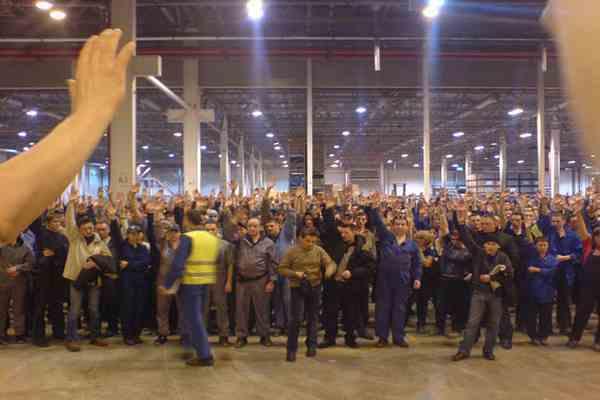 Служащие Греции проводят всеобщую забастовку