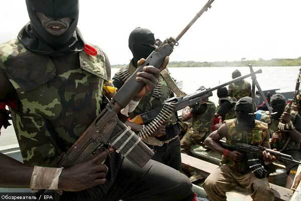 В Нигерии боевики захватили нефтяной танкер