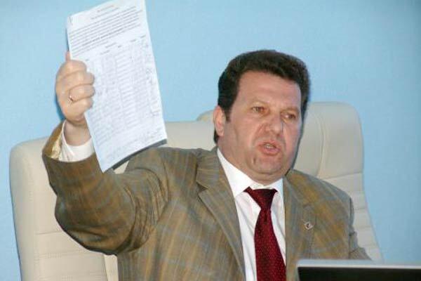 «Единый центр» начал выгонять чиновников