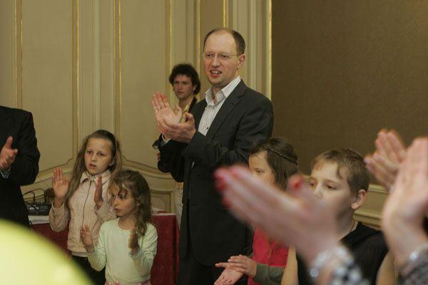 Яценюк создал Ассоциацию детдомов семейного типа
