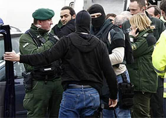 В Германии молодежь подралась с полицией: 50 человек ранены