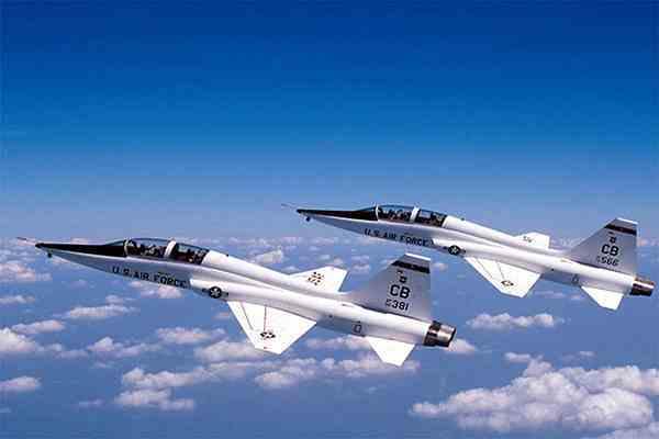 Учебный самолет ВВС США разбился в Калифорнии
