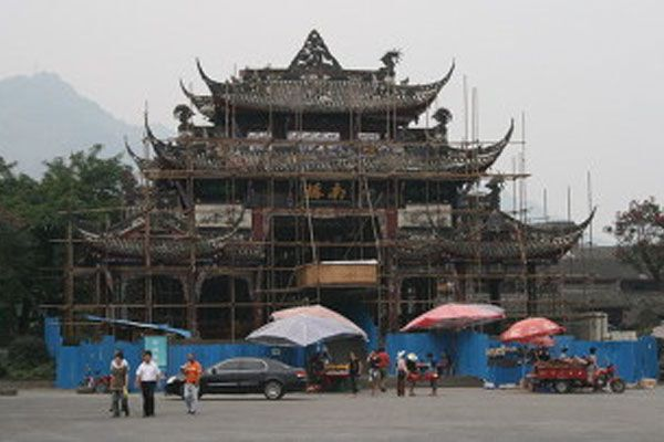 Китай опять трясёт
