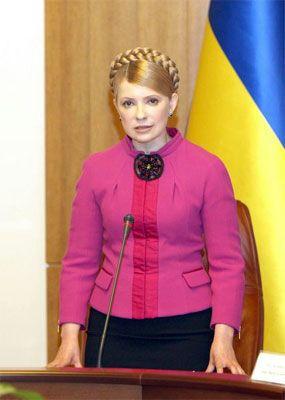 Тимошенко повысила зарплату чиновникам в полтора раза
