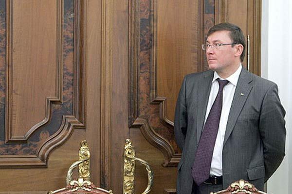 Отстраненный Луценко явился к Тимошенко