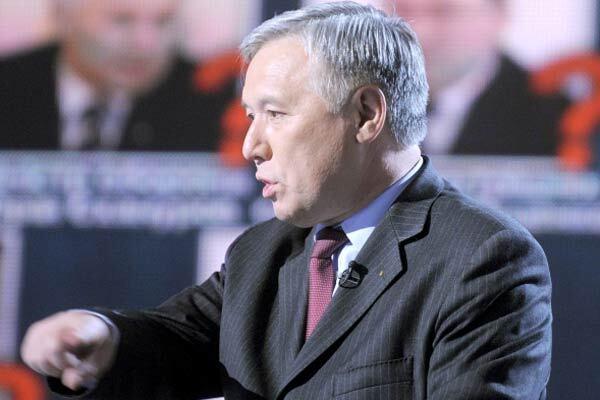 Єхануров добровільно не покине міністерство оборони