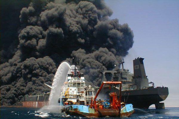 С горящего корабля сняли 500 человек