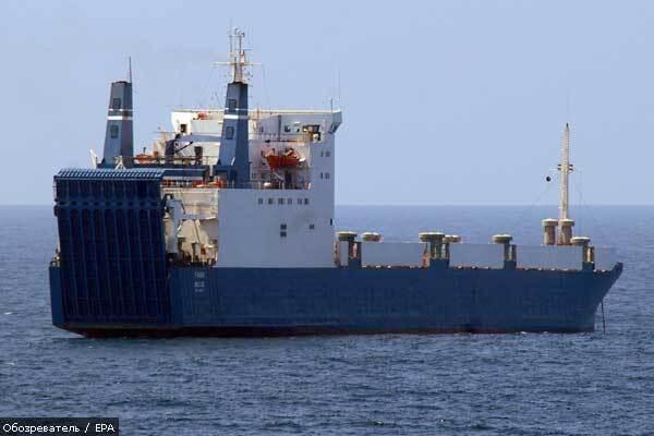 Военные готовятся штурмовать судно с украинцами