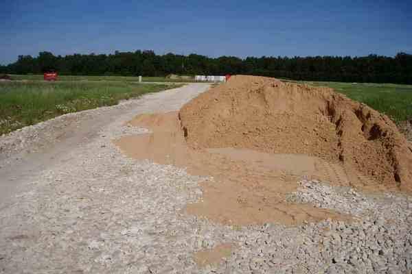 В Николаевской области песком засыпало ребенка