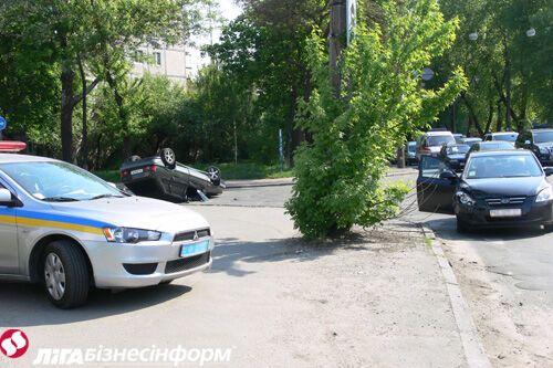На улице Шамрыло перевернулось авто