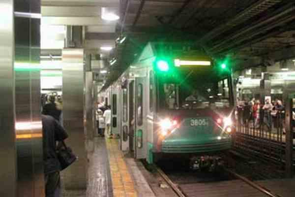 В метро Бостона столкнулись два поезда