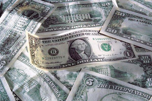 У США продовжують накачувати долар