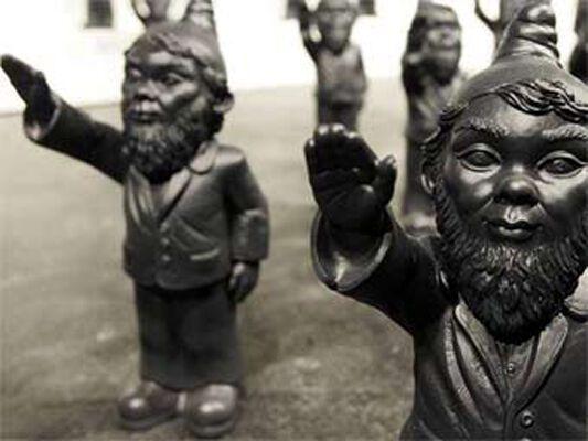 Групу садових гномів запідозрили в нацизмі