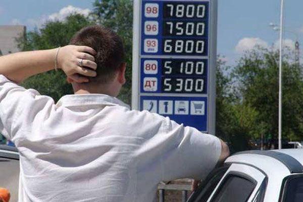 Цены на бензин решили отпустить на все четыре