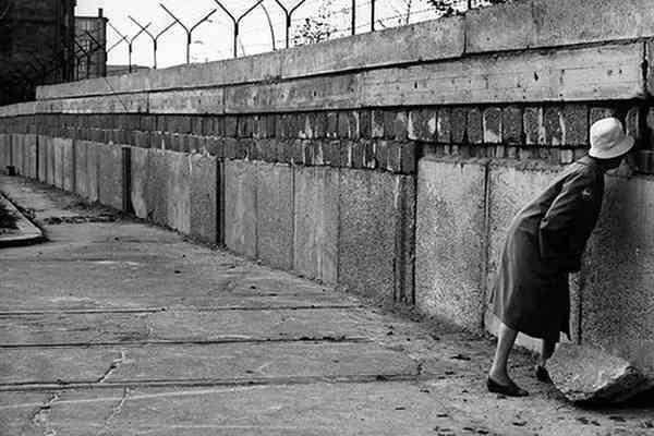 Почти 140 человек погибли у Берлинской стены