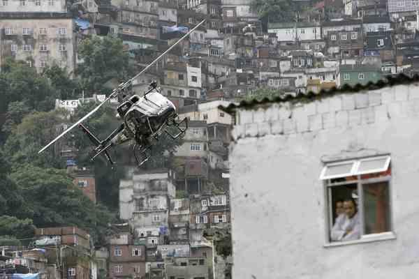 Жертвами крушения полицейского вертолета стали трое человек