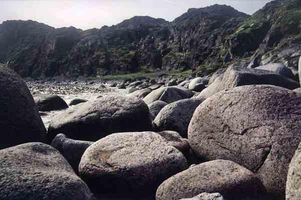 Гринписовцы завалят побережья морей огромными валунами