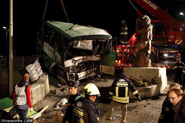 Автобус упал в ущелье, погибли 11 человек