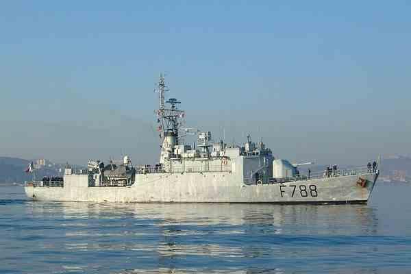 Турецкий военный корабль налетел на риф в Средиземном море