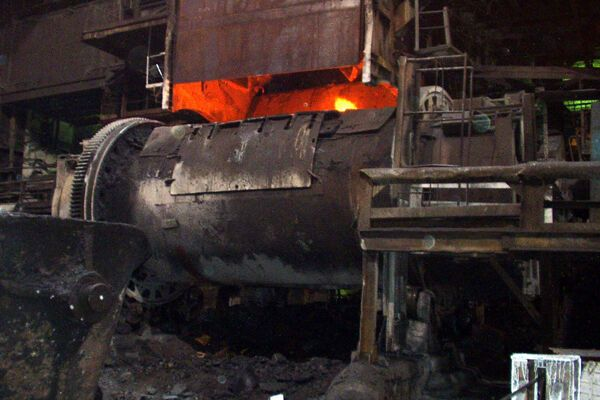 Крестьяне разгромили завод, отравивший более 600 детей