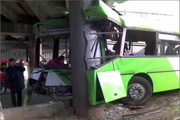 Автобус упал в пропасть в Перу, 56 раненых