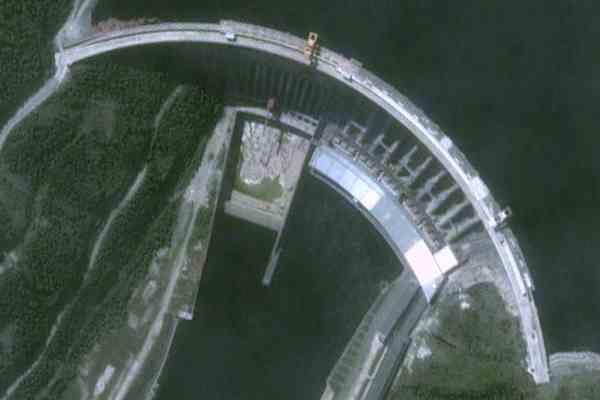 Аварию на российской ГЭС ликвидируют уже 1200 человек