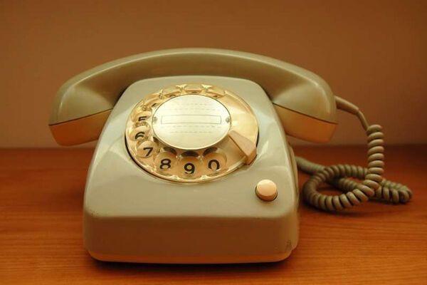 Пенсионерке отключили телефон за недозвон на телевикторину