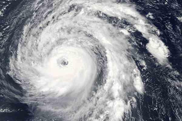 """Тропический шторм """"Билл"""" достиг """"ураганной"""" скорости"""