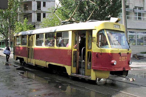 Грузовик столкнулся с трамваем, 7 человек травмированы
