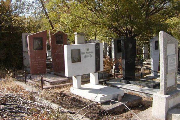 На Донетчине 20-летний парень повредил около 50 надгробий