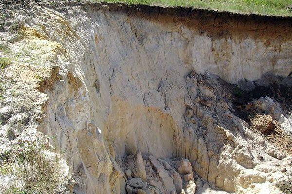 Трое детей погибли в глиняном карьере на Одесщине