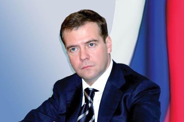 """Медведев: слухи о технологическом коллапсе в РФ - """"брехня"""""""