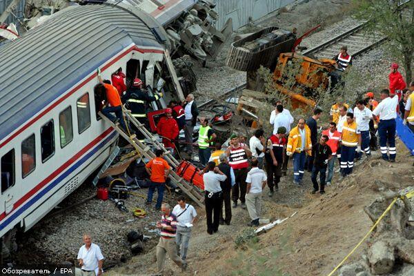 Поезд врезался в экскаватор, есть погибшие