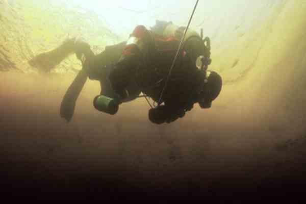 С затонувшего судна подняли 9,5 тонн серебра и золота