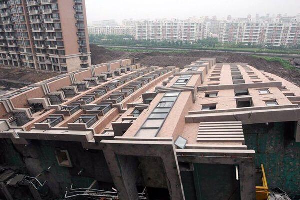 10 человек погибли в результате обрушения здания