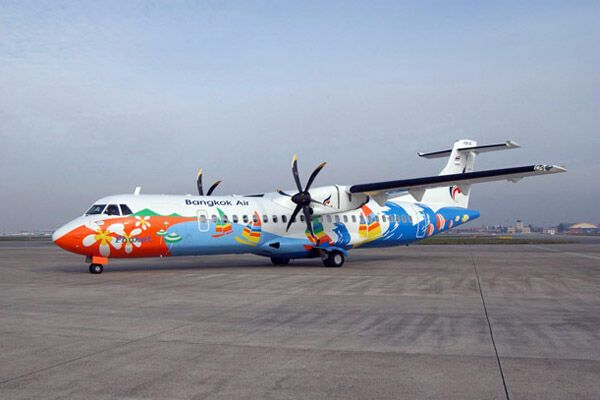 При аварии самолета погибли 10 человек, много пострадавших