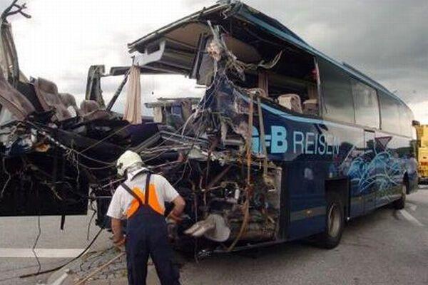70 человек ранены при столкновении автобусов