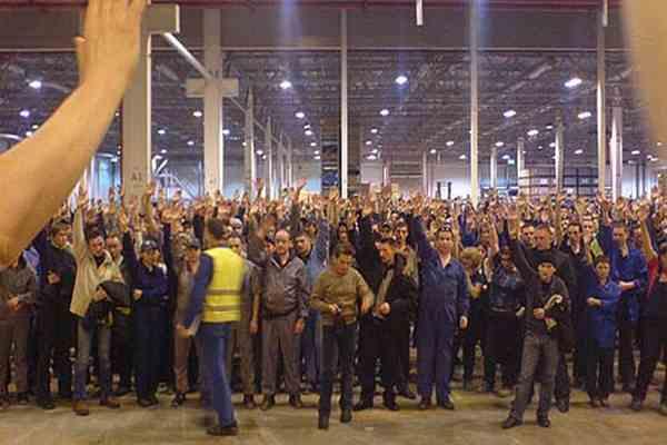 Рабочие в знак протеста избили директора завода