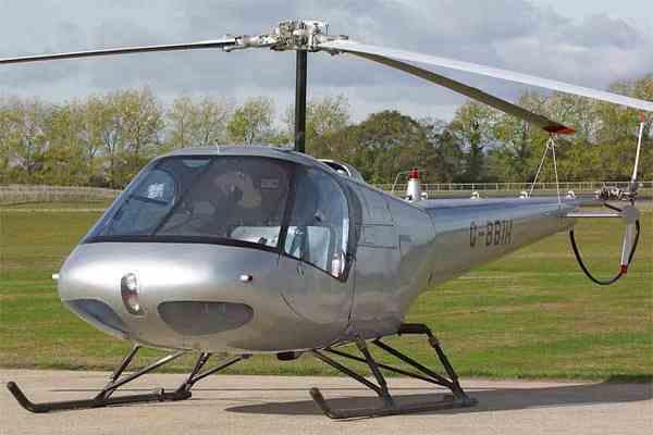 Вертолет разбился, зацепившись за линии электропередач