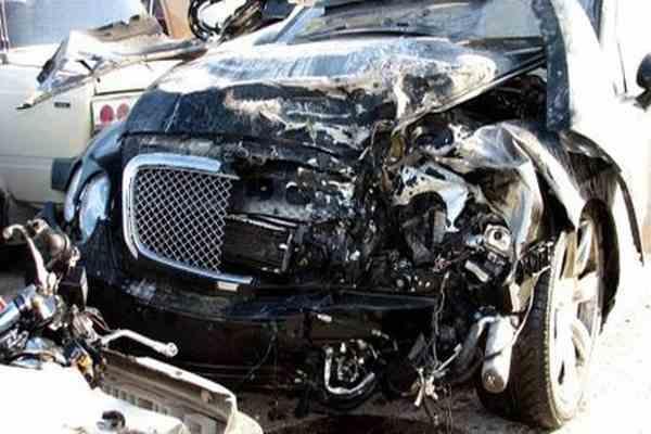Пикап, автобус и бензовоз столкнулись на трассе, 10 погибших