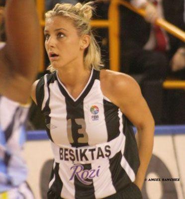 Известная баскетболистка снялась для эротического журнала (фото)