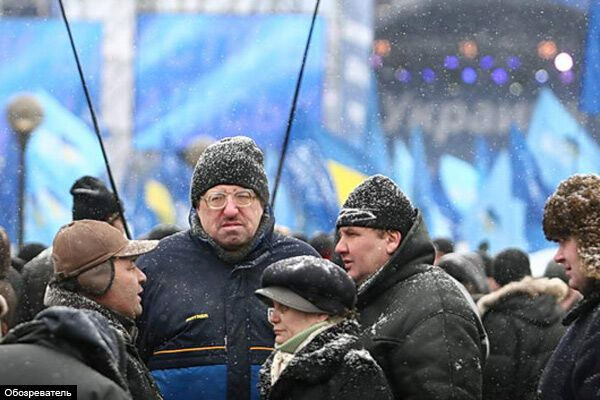 Мітингувальники взяли в облогу ЦВК (ФОТО)