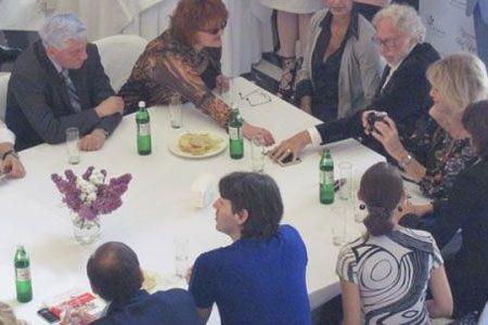 Актер Пьер Ришар угостил харьковчан вином. ФОТО