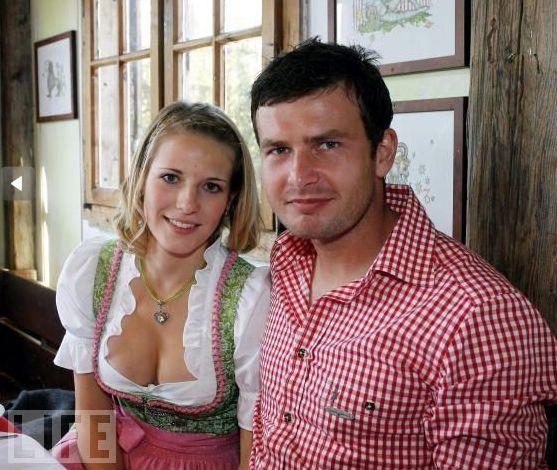 Девушки и жены футболистов (28 фото)