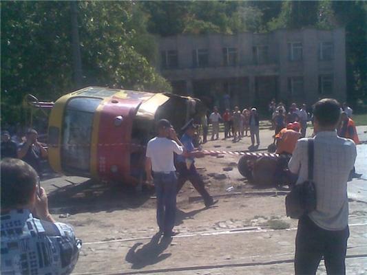 В Одессе перевернулся трамвай, число пострадавших неизвестно