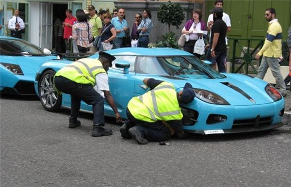 Поліція заблокувала суперкари шейха Катару