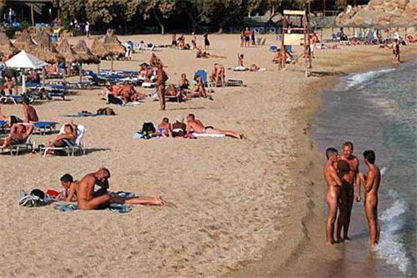 В Італії через спеку відпочиваючі стають нудистами. ФОТО