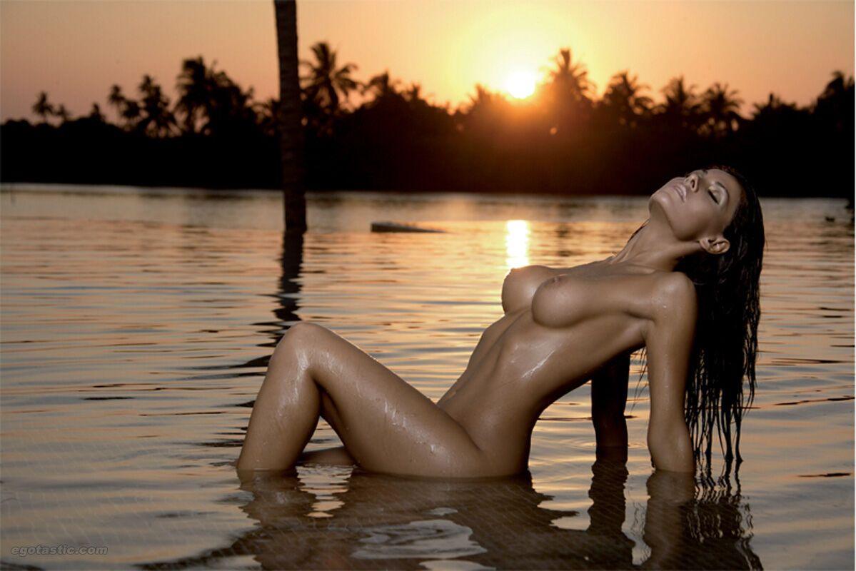 vanessa-girls-topless-morris-jessica-nude