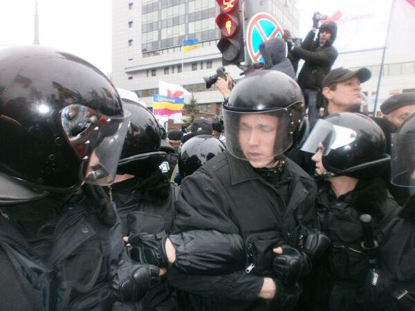 Между милицией и сторонниками Тимошенко произошла стычка. Добавлено фото