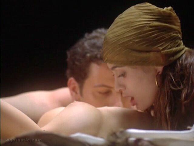 Алисса Милано в вампирской эротике 1995 года